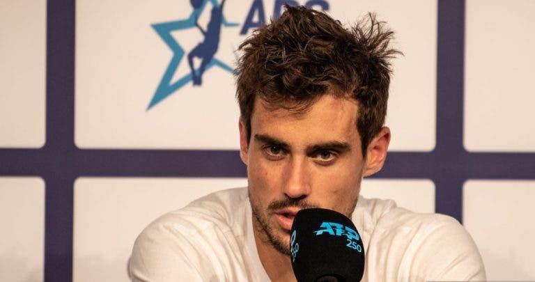 Pella arrasador: «A varanda do Djokovic é maior do que o meu quarto»