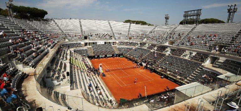 Palmas e gritos: o público voltou este domingo em Roma