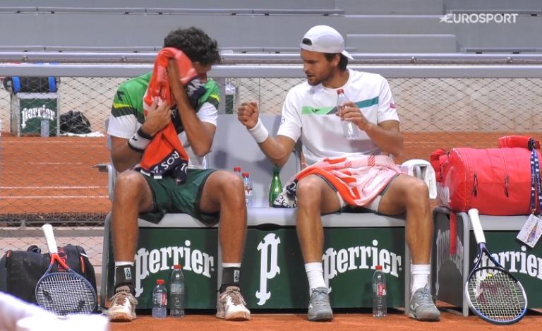 João Sousa eliminado na primeira ronda de pares em Roland Garros