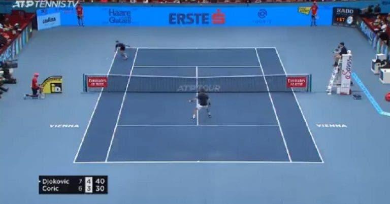 [VÍDEO] Djokovic vence ponto incrível diante de Coric em Viena