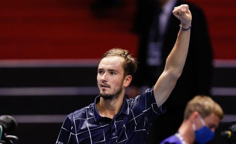 Medvedev despacha Zverev e vence pela primeira vez nas ATP Finals