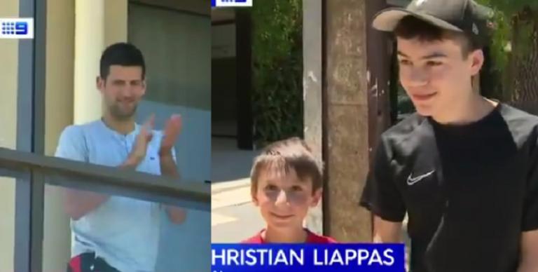 Fãs vão jogar para o hotel dos jogadores em Adelaide e Djokovic aplaude da varanda