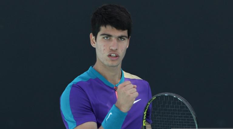 Alcaraz, de 17 anos, impressiona e é o primeiro miúdo nascido em 2003 a ganhar num Grand Slam