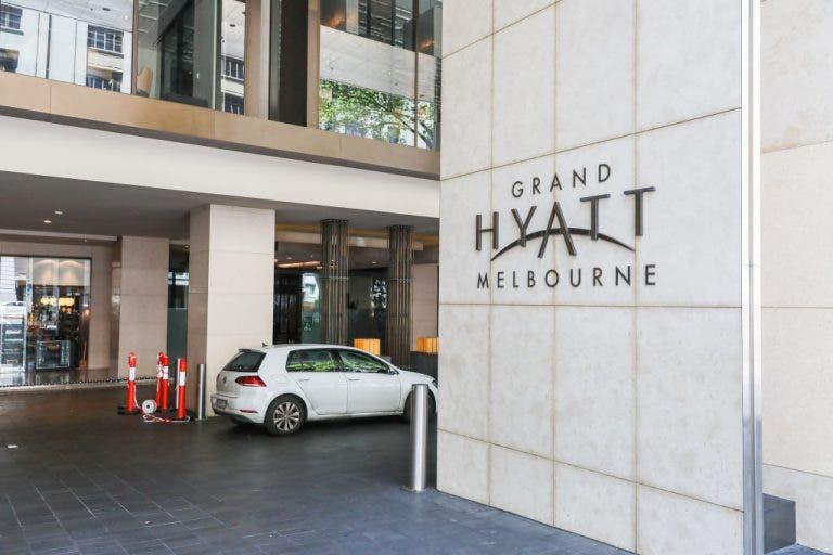 Segurança do hotel em Melbourne apanhou Covid-19 devido… a uma festa do staff