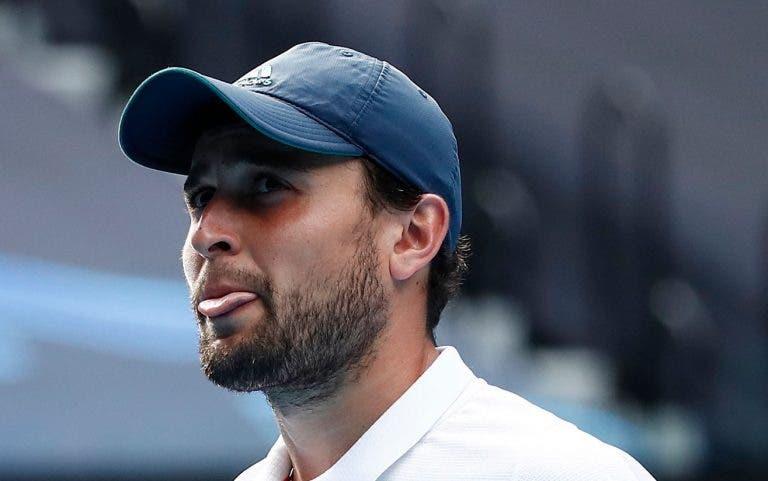 Karatsev baixa as expectativas: «Em Miami os courts são muito lentos»