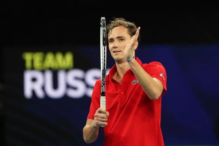 Medvedev vence duelo sensacional diante de Zverev e coloca a Rússia na final