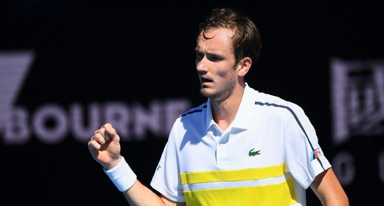 Medvedev não perdoa e soma 19.ª vitória seguida rumo às 'meias' em Melbourne