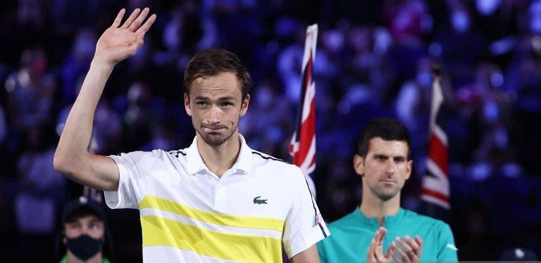 Medvedev partilha o dia em que conheceu Djokovic: «Era um Deus para mim e fiquei surpreendido»