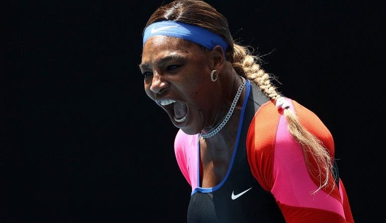 Serena vence duelo de potência contra Sabalenka e regressa aos 'quartos' do Australian Open
