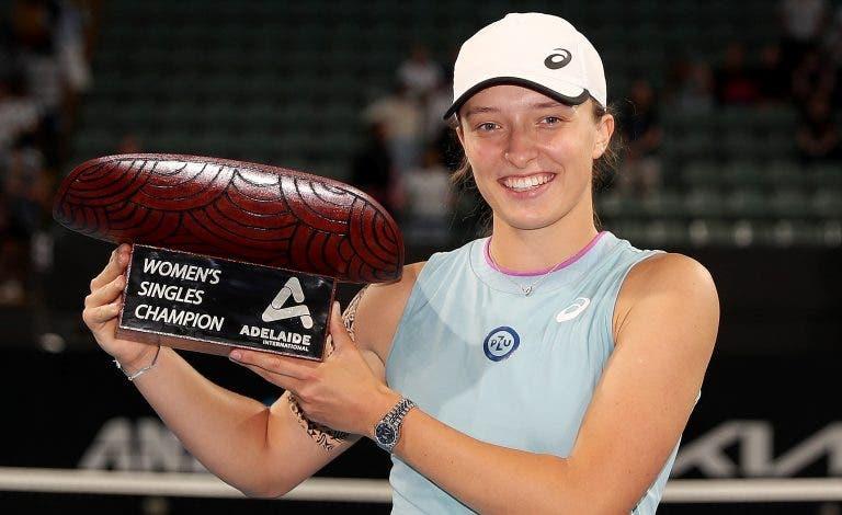 Swiatek arrasa e conquista segundo título da carreira em Adelaide