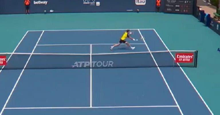 [VÍDEO] Bedene foi eliminado por Nishikori mas fez… um vólei do outro mundo