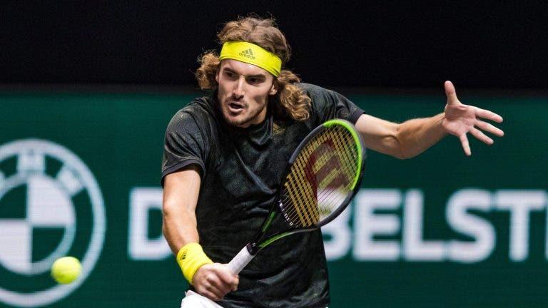 Tsitsipas dá a volta a Khachanov rumo às 'meias' e ultrapassa Federer