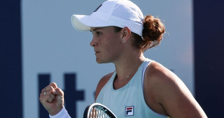 Barty elimina Azarenka em duelo de campeãs; Svitolina bate Kvitova