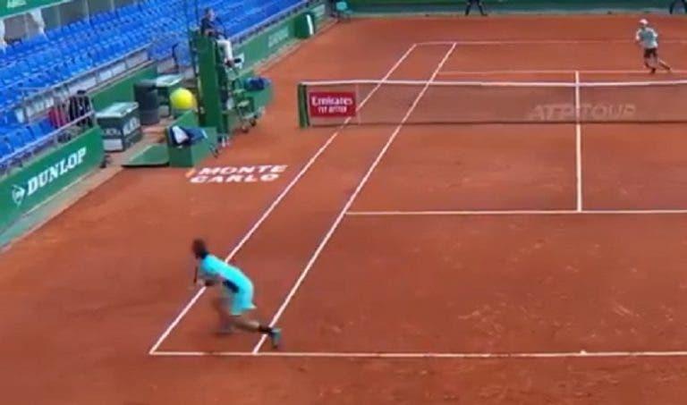 [VÍDEO] Fognini dá show: está a dar para tudo, até para um passing shot… de esquerda a uma mão