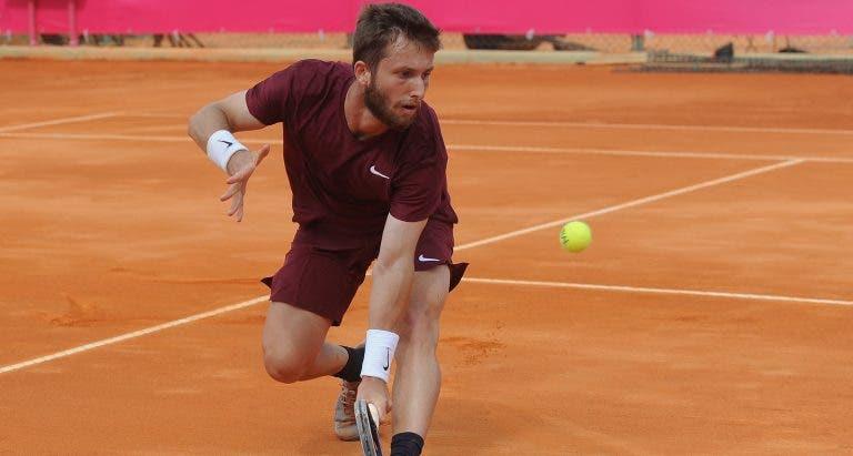 Favorito Shapovalov desperdiça vantagem e cai aos pés de Moutet no Estoril