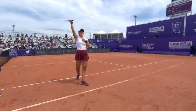 Andreescu regressa à terra batida dois anos depois com vitória fácil