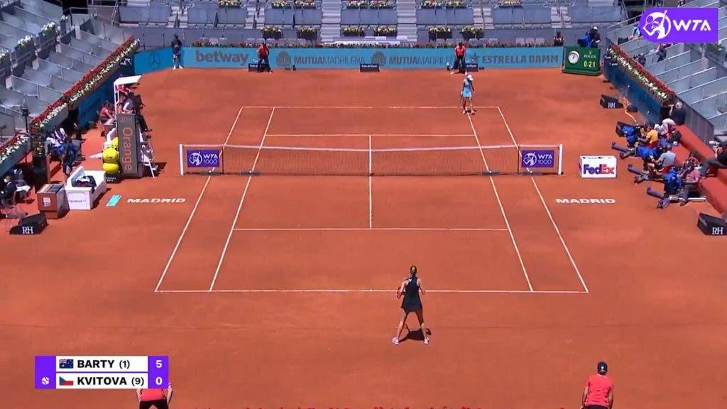 [VÍDEO] Para onde é que foi a bola? Barty perde ponto surreal em Madrid