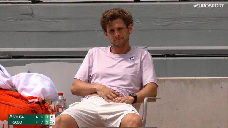 Pedro Sousa volta ao court e desiste na primeira ronda do qualifying em Roland Garros