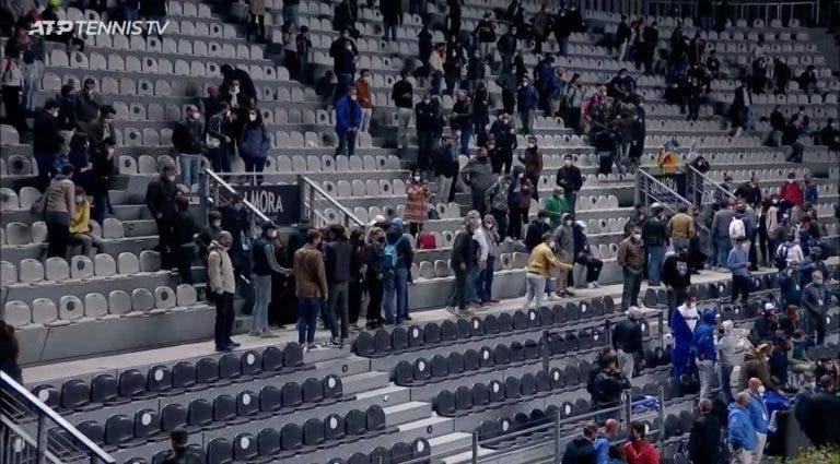 Surreal: público obrigado a abandonar o court em Roma a meio de sessão noturna eletrizante