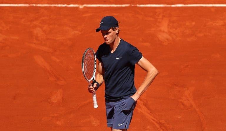 Sinner salva match point e resiste a Herbert e avança em Roland Garros