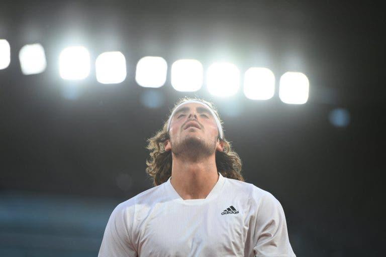 Tsitsipas passeia noite dentro em Roland Garros, Hurkacz sofre derrota surpreendente