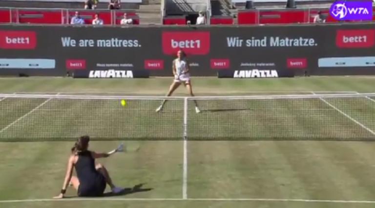 [VÍDEO] Incrível: Bencic vai ao chão mas vence um dos pontos do ano em Berlim