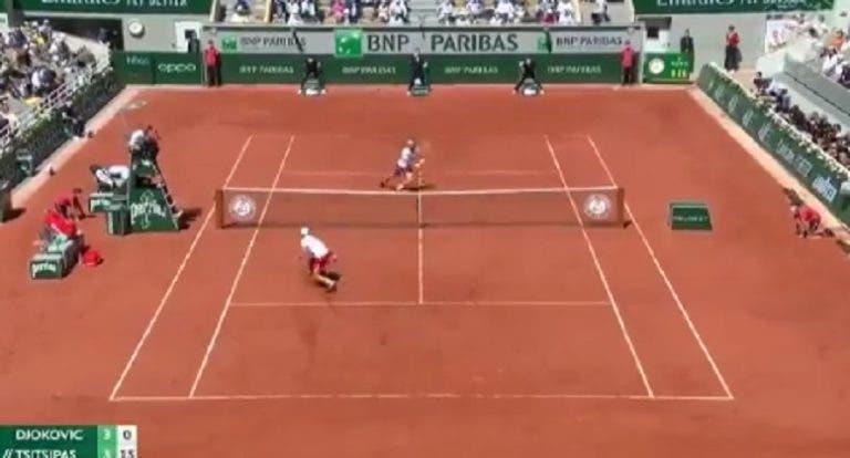 [VÍDEO] Que ponto! Djokovic e Tsitsipas estão a dar espetáculo em Paris