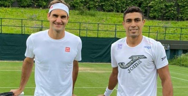 [VÍDEO] Federer preparou estreia em Wimbledon com… brasileiro