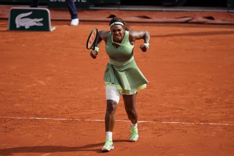 Serena continua a melhorar e regressa aos 'oitavos' em Paris três anos depois