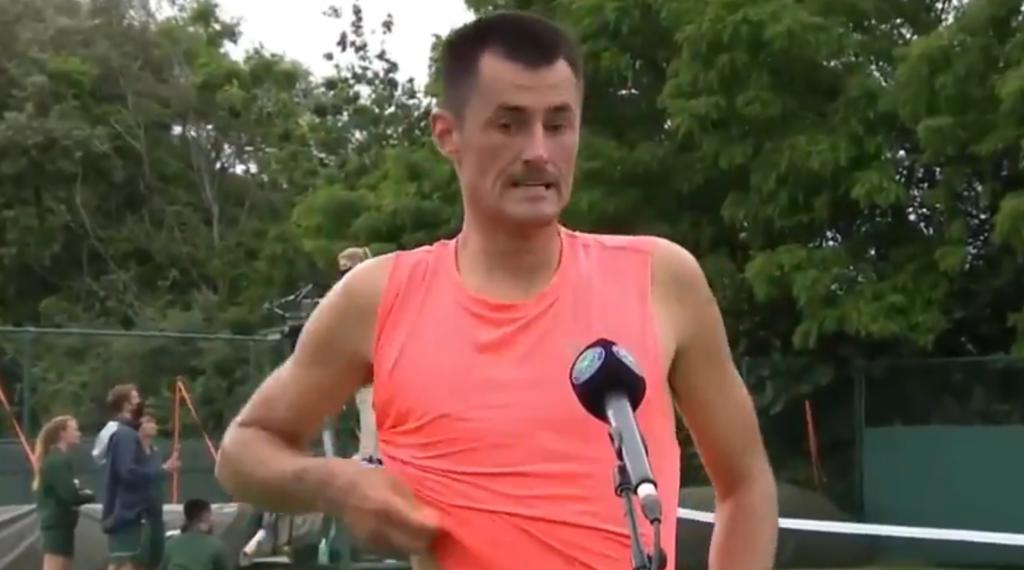 [VÍDEO] Tomic avançou no 'qualy' de Wimbledon… mas sofreu: «Borrei-me todo!»