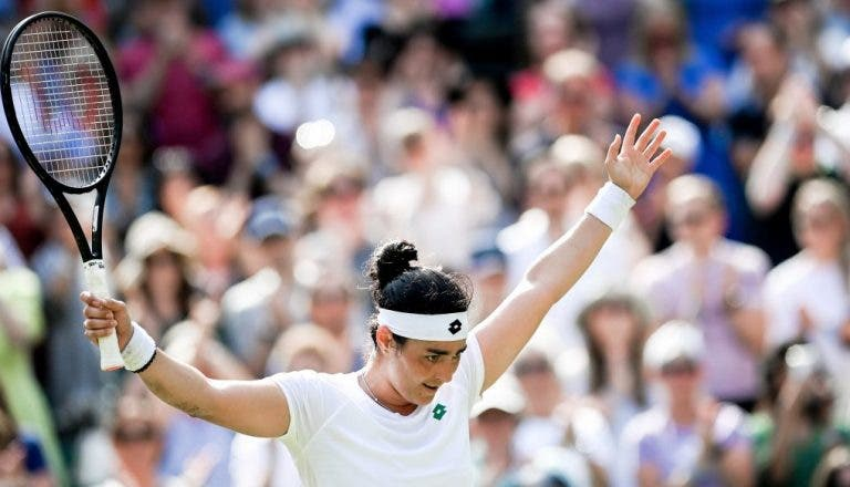 Jabeur leiloa raquete de Wimbledon para ajudar na luta contra a Covid-19 na Tunísia