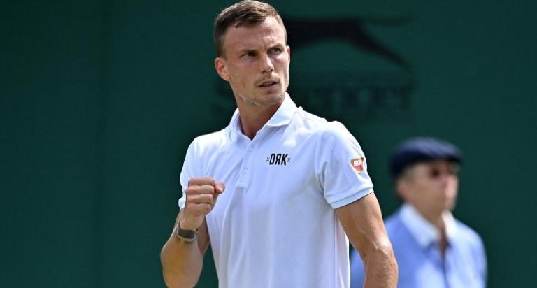 Fucsovics vence (finalmente) Rublev e marca duelo com Djokovic nos 'quartos' em Wimbledon