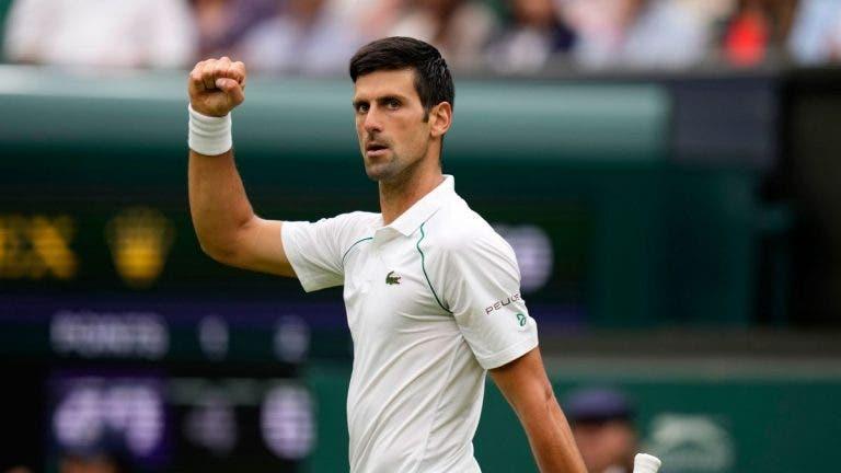 Novak Djokovic reconquista Wimbledon e sobe ao topo da história