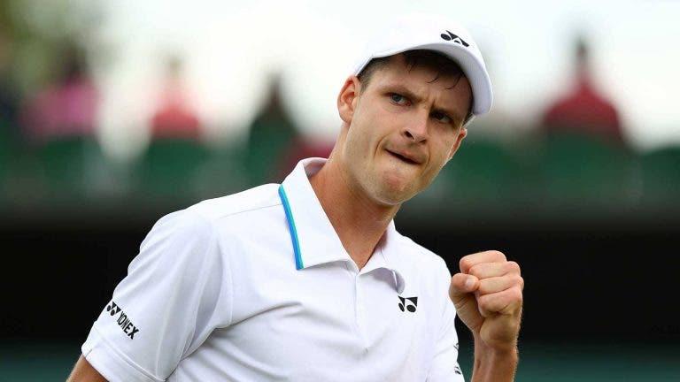 Hurkacz surpreende Medvedev rumo aos primeiros 'quartos' em Grand Slam