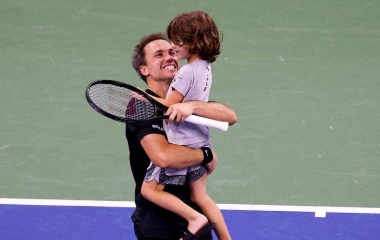 Emocionante: filho de Bruno Soares invade o court após passagem do pai para a final do US Open