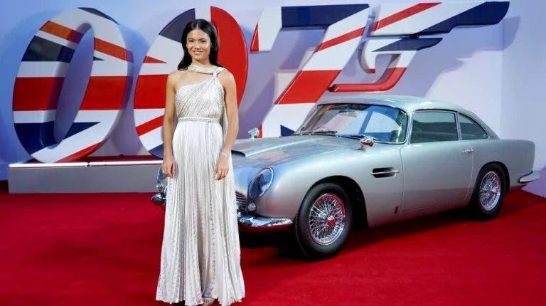 Emma Raducanu brilha na passadeira vermelha do 007