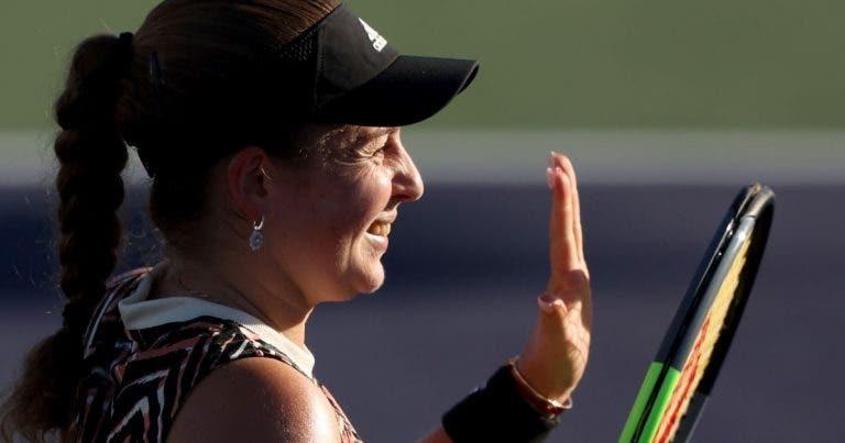 Ostapenko bate Swiatek em duelo de campeãs de Roland Garros