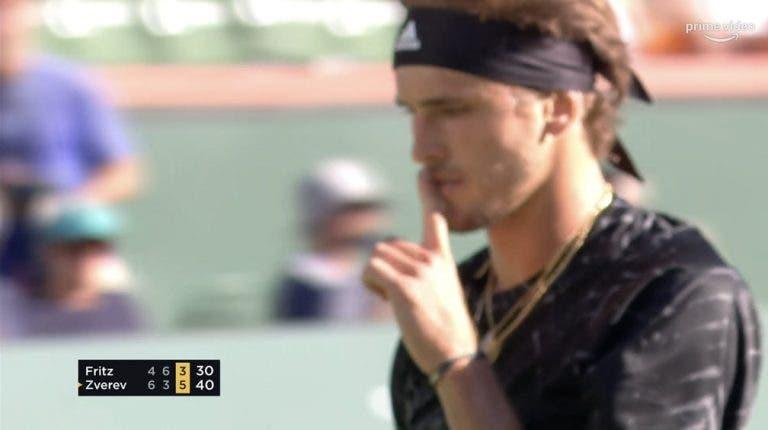 [VÍDEO] Zverev mandou calar o público, fez dupla falta no match point e acabou eliminado
